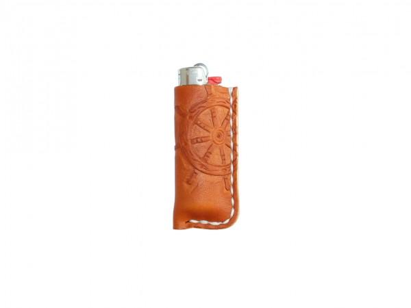 Nr. 061-CSR Leder Feuerzeughülle - Steuerrad, Cognac